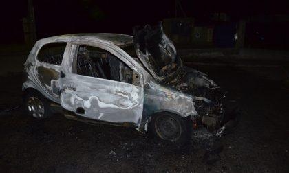 Auto in fiamme, conducente salvo per miracolo