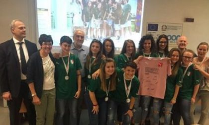 Sant'Elia di Cantù: medaglia d'argento per la squadra femminile di calcio