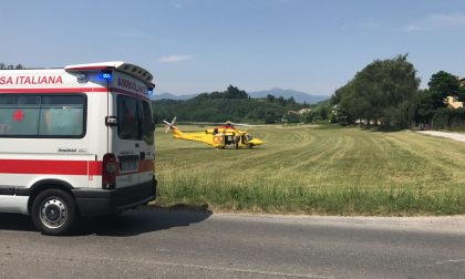 Incidente a Cantù: grave scontro tra auto e moto in via Como. FOTO