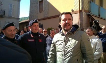Matteo Salvini beve lo spritz con gli erbesi