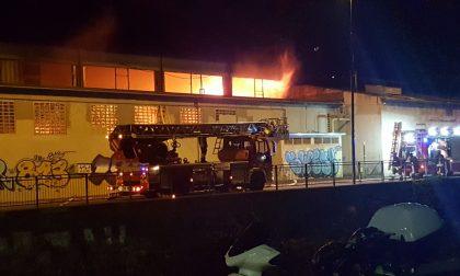 Spaventoso incendio all'ex Tintoria Spreafico FOTO E VIDEO