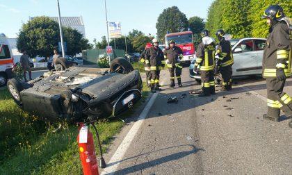 Incidente a Vertemate: un'auto ribaltata. FOTO