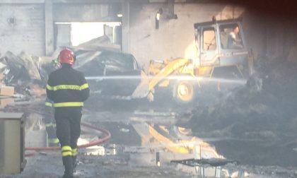 Ancora fumo all'ex tintoria: Vigili del fuoco ancora al lavoro (FOTO)