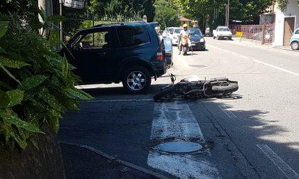 Albese, si scontra con un'auto: motociclista ferito gravemente