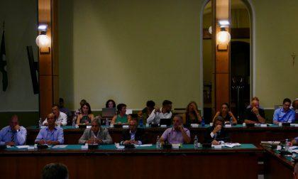 Consiglio comunale a Cantù: faccia a faccia tra Molteni e Pavesi