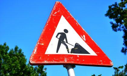 Lavori in via Castelnuovo a Como: restringimento della carreggiata