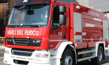 Grande incendio a Turate: in fiamme un capannone. FOTO