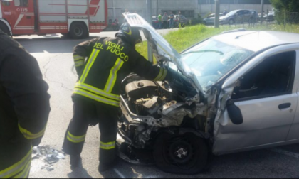 Incidente ad Alzate Brianza: auto si scontra con camion. FOTO