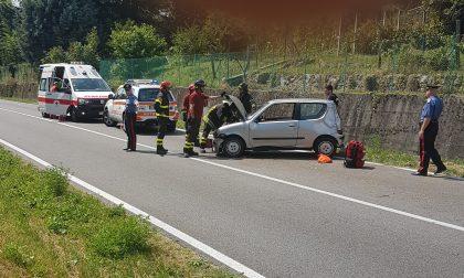 Erba, auto si schianta contro il muro: ferita una donna