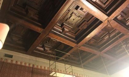 Cede una trave del soffitto: sala consiliare inagibile