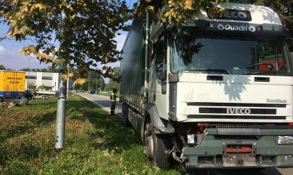 Doppio incidente, auto in colonna sulla Lomazzo-Bizzarone. FOTO