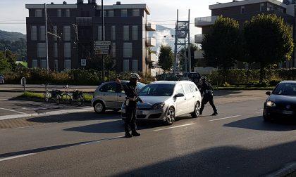 Erba, scontro tra due auto in corso XXV Aprile