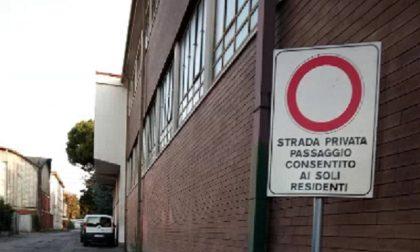 Atti vandalici sulle auto in via Sant'Elia a Vighizzolo