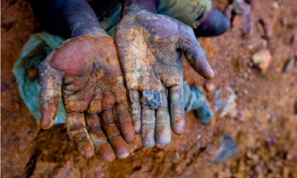 Minerali clandestini: una mostra per scoprire il vero volto del tuo smartphone
