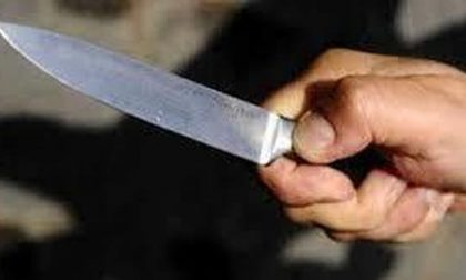 Cabiatese aggredisce capotreno col coltello