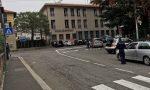 Raffica di multe, auto contromano fuori dal mercato