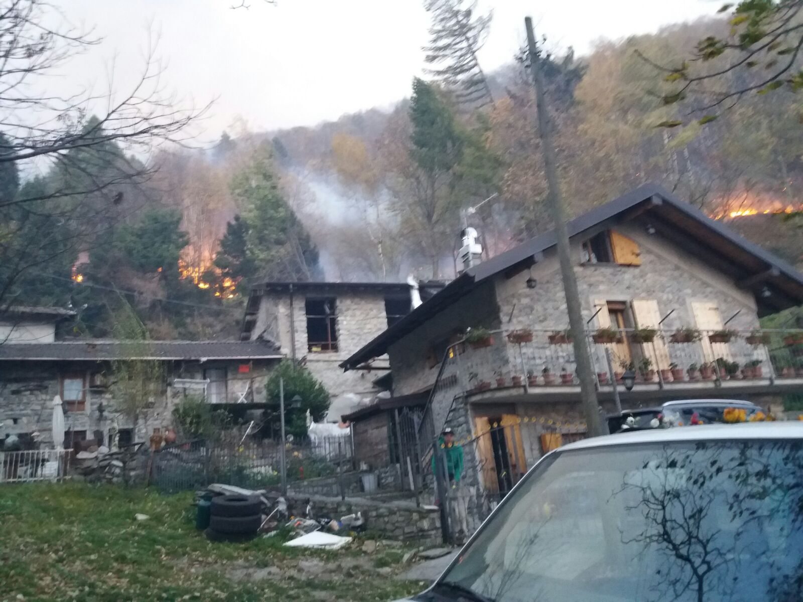 Incendi lombardia ultimi aggiornamenti da tavernerio e for Ultimi progetti di casa