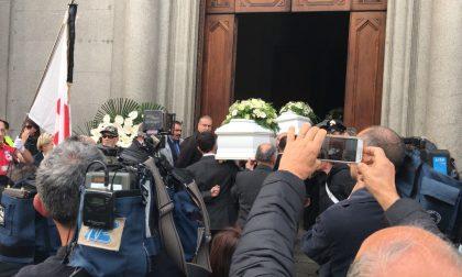 Como funerale: la città piange i piccoli di via per San Fermo