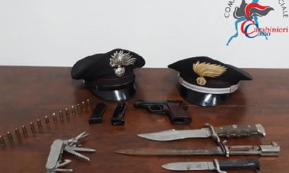 Pregiudicato gira con una pistola, arrestato per porto abusivo d'armi