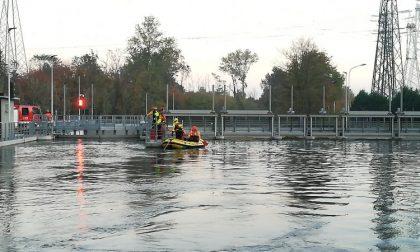 E' morto il bimbo annegato nel canale in bici nell'Alto Milanese
