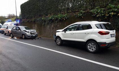 Frontale tra due auto a Erba