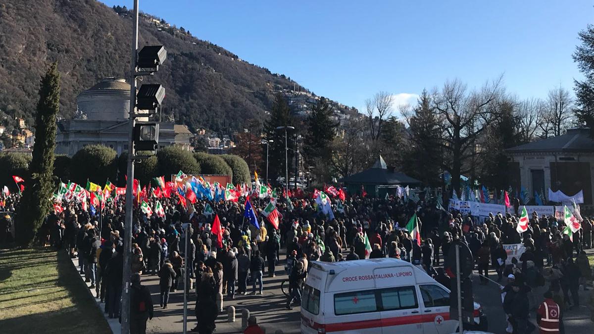 Manifestazione Como iniziato il comizio antifascista Pd DIRETTA