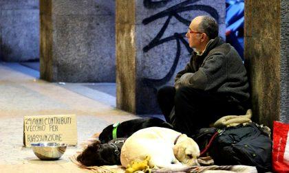 Le cena ai poveri in via Sirtori: la Fondazione Cardinal Ferrari ha risposto all'appello dei volontari