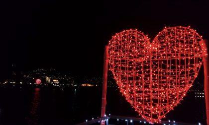 Resta fino a San Valentino il cuore all'ex biglietteria di Como