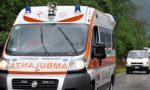 Bimba di due anni cade dall'auto in movimento, trasportata in ospedale