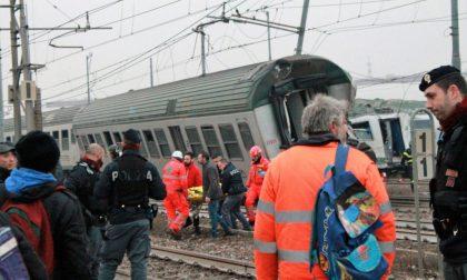 Treno deragliato terminati i soccorsi. Identificate le vittime FOTO