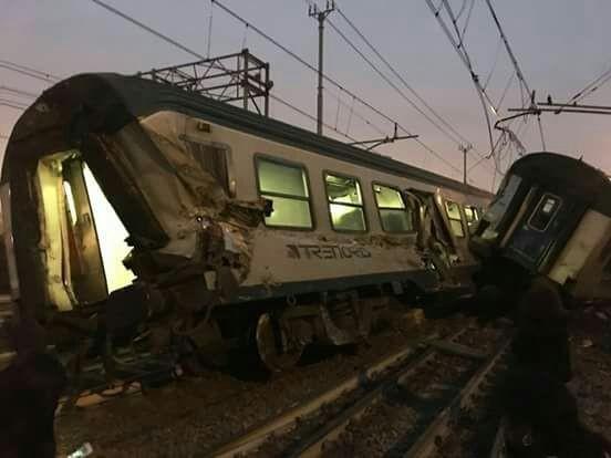 YOUTUBE Pioltello, 20 secondi prima del disastro: treno passa e provoca scintille