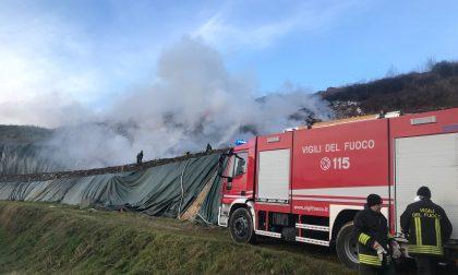 Incendio discarica a Mariano FOTO e VIDEO