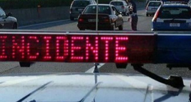 A4, incidente tra Tir e pullman (Foto Bennati)