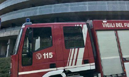 Prende fuoco un'auto all'autosilo Val Mulini a Como FOTO