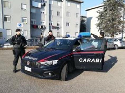 """Blitz dei Carabinieri alle """"Case Cristina"""" di Turate: un arresto"""
