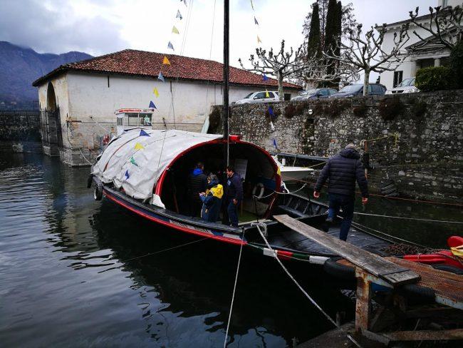 """La gondola lariana """"Rosina"""" festeggia il 70° anniversario dell'impresa del C3"""