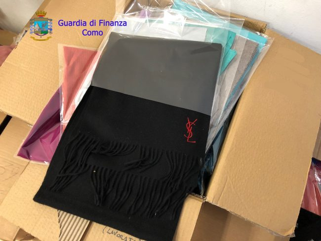 Como. Falsi Yves Saint Laurent made in China