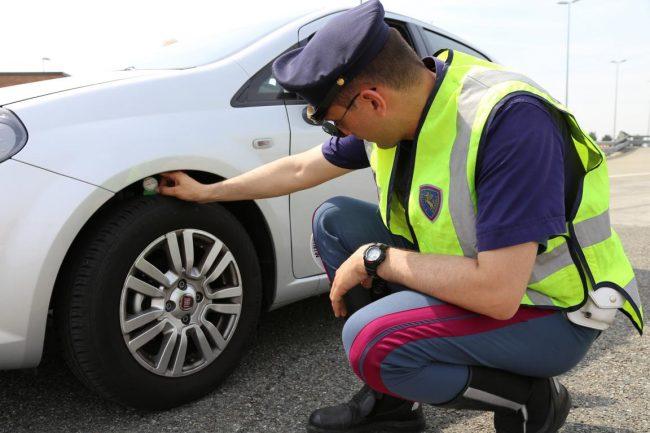 """""""Vacanze Sicure"""" con Pneumatici Sotto Controllo e Polizia Stradale"""