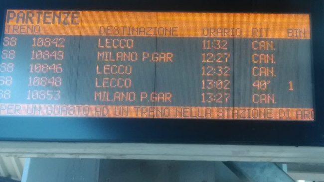 Emergenza treni, pendolari al convegno Pd: &#8220&#x3B;Trenord come un cancro&#8221&#x3B;