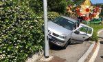 Auto in bilico dopo l'incidente FOTO