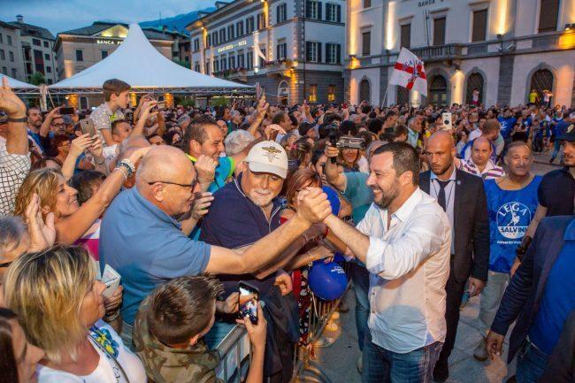 """Salvini a Sondrio: """"Taglieremo i 35 euro agli immigrati"""""""