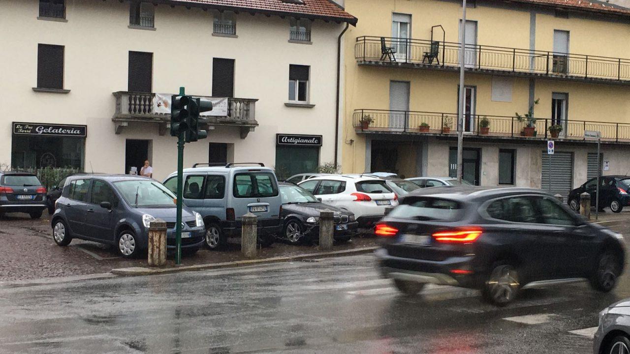 Niente corrente anche per le strade, con semafori spenti e circolazione in tilt.