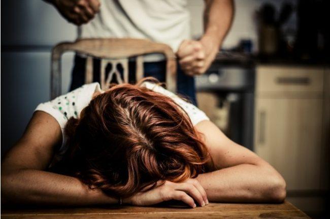 Costretta a prostituirsi con botte e minacce di morte, arrestato l&#8217&#x3B;aguzzino
