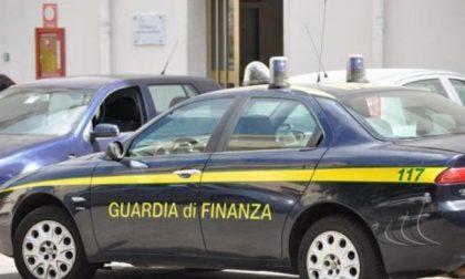 """Svizzero fermato in dogana: """"Qualcosa da dichiarare? No"""" ma nel bagagliaio aveva 124mila euro"""