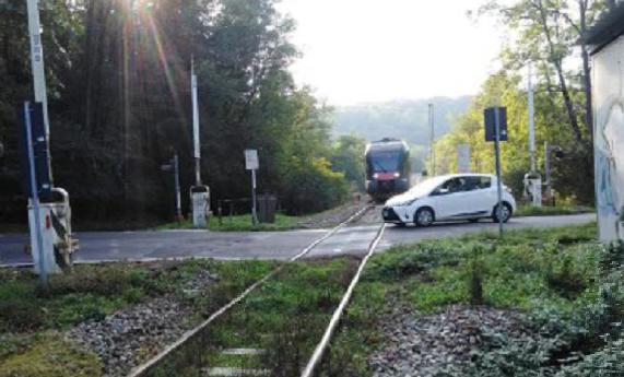Tragedia sfiorata: il treno passa ma le sbarre non si abbassano