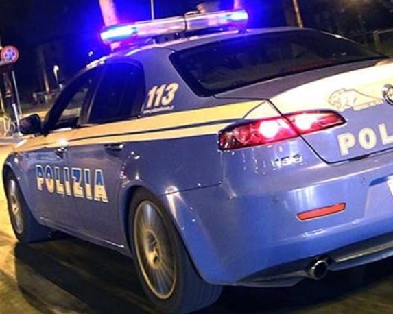 Ruba bigiotteria in un negozio del centro di Como: arrestato