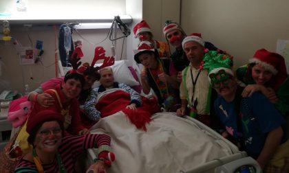 Natale in corsia al Sant'Anna: pagliacci in Pediatria e Geriatria