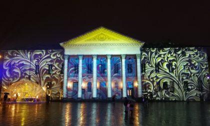 Il Teatro Sociale si accende di blu per la Giornata mondiale dell'infanzia