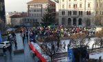 Eventi Natale il lancio dei palloncini in piazza a Cantù VIDEO