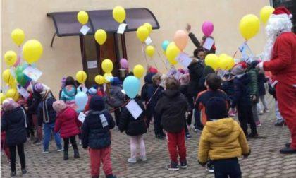Palloncini natalizi volano da Vercelli a Erba